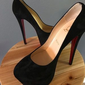huge discount f7236 bb505 Victoria 160 suede christian louboutin NWT